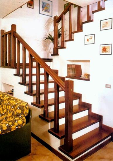 C mo decorar la escalera consejos del hogar conectate for Cuadros para escaleras