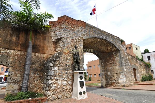 Puerta De La Misericordia Zona Colonial  Santo Domingo ...
